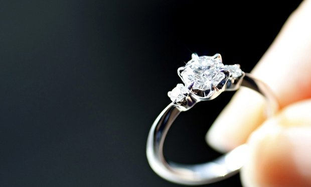 An-engagement-ring-is-dis-010